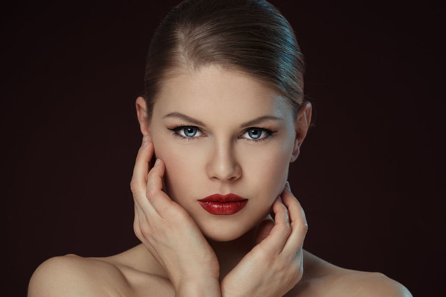 rouge à lèvres rouge foncé